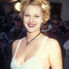 Drew Barrymore's flowers in her hair