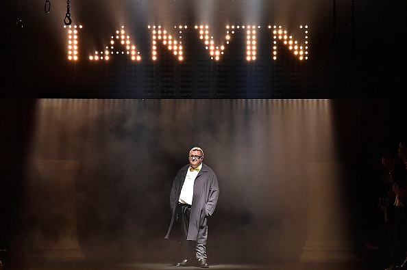 PARIS, FRANCE - OCTOBER 01: (BRAZIL OUT, NEW YORK TIMES OUT, UK VOGUE OUT) Fashion designer Alber Elbaz walks the runway during the Lanvin Ready to Wear show as part of the Paris Fashion Week Womenswear Spring/Summer 2016 on October 1, 2015 in Paris, France. (Photo by Victor VIRGILE/Gamma-Rapho via Getty Images)